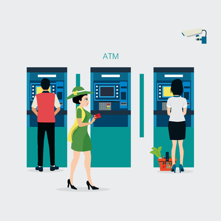 여성들은 신용 카드를 가지고 보안 카메라로 ATM에서 현금을 인출합니다.