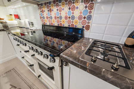 gas stove: Kitchen interior with modern appliances, oven,gas stove,induction cooktop