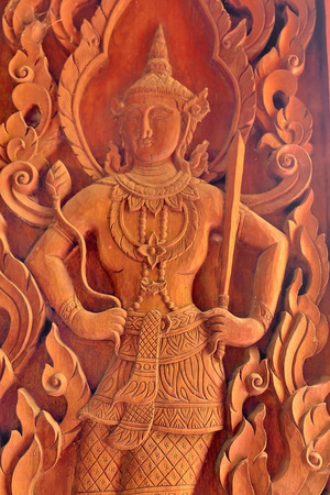 tallado en madera: Talla de madera tailand�s tradicional en el templo