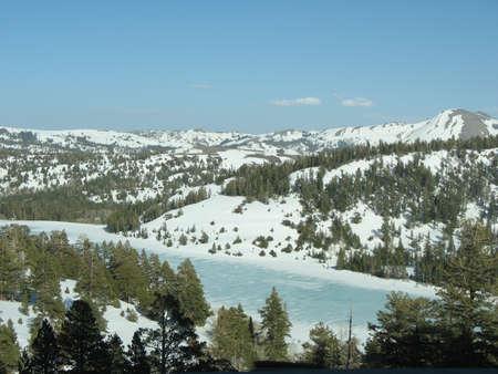 frozen lake: Bevroren Lake, Sierra Nevada, California, VS