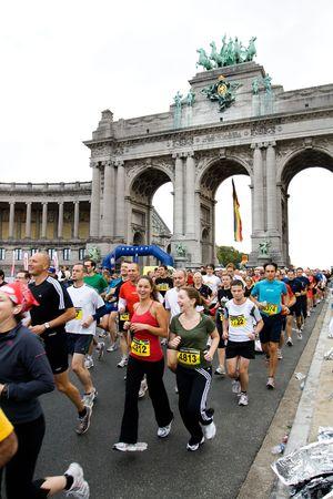 BRUSSELS - OCTOBER 4: Participants of Brussels half marathon run through Triumphal arch shortly after start. October 4, 2009, Brussels, Belgium