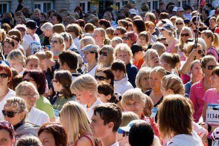 begining: Partecipanti della maratona di Tallinn in attesa di inizio della gara di 10 km