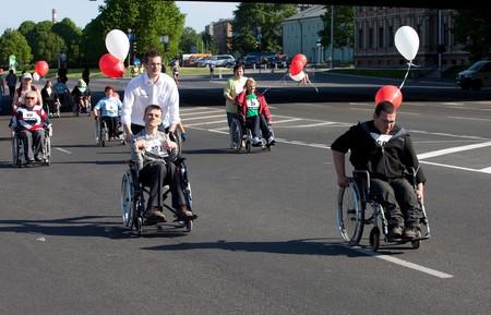 RIGA, Letland - 23 mei: handicap mensen deel nemen aan de marathon van Riga International in 23 mei 2010, Riga.