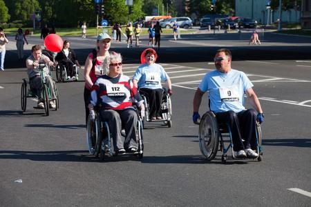 eventos especiales: RIGA, Letonia - 23 de mayo: minusv�lidos participan en la marat�n internacional de Riga en, el 23 de mayo de 2010, Riga.