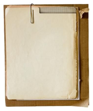 Metallic paperclip op stapel oude kranten Stockfoto