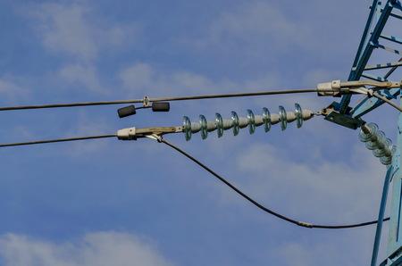 energia electrica: Cadena de aisladores en forma de campana de la línea de transmisión de energía eléctrica, Sofía
