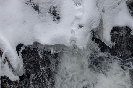 fluent: Frozen ice shape over fluent water in river
