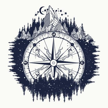 Mountain antieke kompas en wind roos tattoo art. Avontuur, reis, in openlucht, symbool. Tattoo voor reizigers, klimmers, wandelaars. Kompas in de nacht bos tattoo boho-stijl, t-shirt design