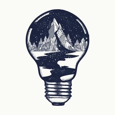 Bergen in een gloeilamp, tattoo. Symbool van een reis, toerisme. River of sterren stroomt vanuit de bergen t-shirt design. Endless heelal tattoo