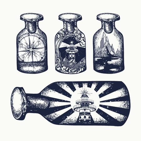 Bussola e montagne in arte tatuaggio a bottiglia. Simbolismo turismo, viaggio, avventura. Faro e tsunami, bussola e montagne, design vintage t-shirt bottiglie d'epoca