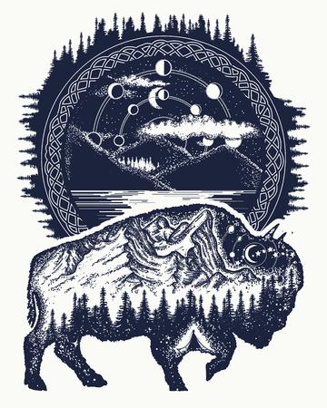 Bizon en bergen tattoo kunst. Buffels stier reissymbool, avontuurlijk toerisme. Berg, bos, nachtelijke hemel. Magische tribale dieren van de bizon de dubbele blootstelling