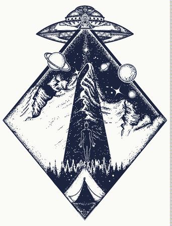 UFO arte del tatuaggio e disegno della maglietta. Invasione degli alieni. Gli stranieri rapiscono l'uomo. Mistico simbolo fenomeno paranormale, primo contatto, UFO rapito turisti dalla tenda in montagna tatuaggio