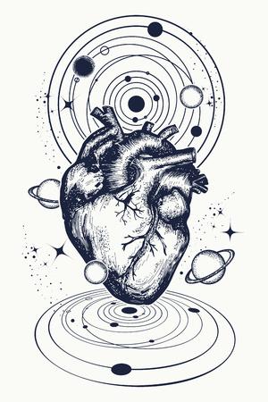 Serce w tatuażu przestrzeni. Anatomiczne serce wśród galaktyk i planet. Symbol miłości, filozofii, psychologii, wyobraźni, snu. Projekt surrealistycznego koszulki typu t-shirt