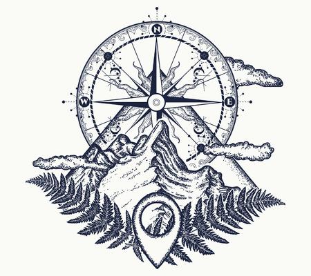 산과 나침반 문신. 관광, 암벽 등반, 캠핑의 상징. 마운틴 탑과 빈티지 나침반 문신 및 티셔츠 디자인