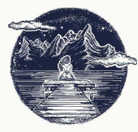 Bergen tattoo en t-shirt ontwerp. Meisje zit op de pier op bergmeer. Symbool van droom, romantisch, liefde. Nacht bergmeer tattoo en t-shirt design Stock Illustratie