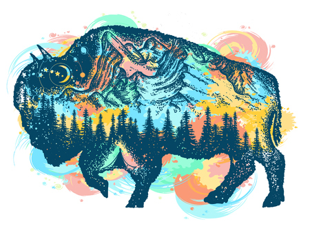 Sztuki bizonu kolor żubra tatuaż. Góra, las, nocne niebo. Magiczne plemienne żubry o podwójnej ekspozycji. Symbol podróży Buffalo byka, turystyka przygodowa