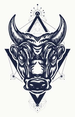 Tatouage de taureau et conception de t-shirt. Conception de t-shirt guerre antique de Rome et de la Grèce antique. Minotaure, symbole de la bravoure, combat, héros, armée. Art de tatouage taureau Banque d'images - 89056702