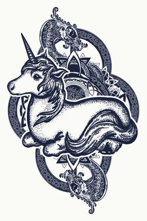 Unicorn et art de tatouage de dragon. Symbole de rêves, contes, fantasmes. Unicorn et dragon tribal dans la conception de t-shirt de style celtique Banque d'images - 92828145