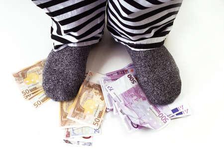 hoodlum: Money under feet
