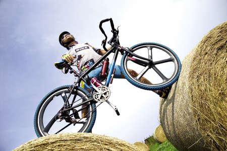 aplomb: Mountainbiker LANG_EVOIMAGES