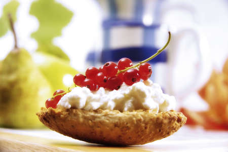 foodstill: Crispbread with cottage cheese and red currents