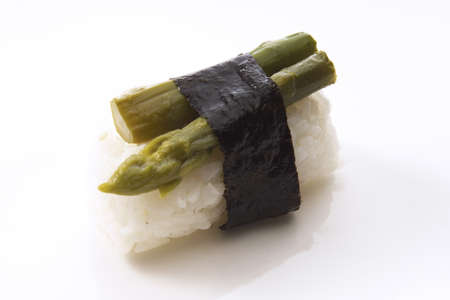 foodstill: Nigiri-Sushi with green asparagus