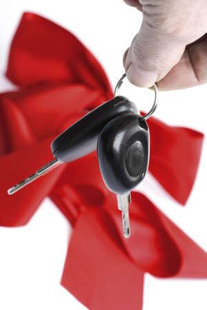 auspiciousness: Man holding car keys, close-up LANG_EVOIMAGES