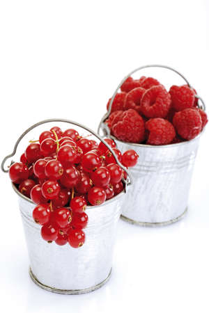 currents: Red currents and raspberries in zinc bucket LANG_EVOIMAGES