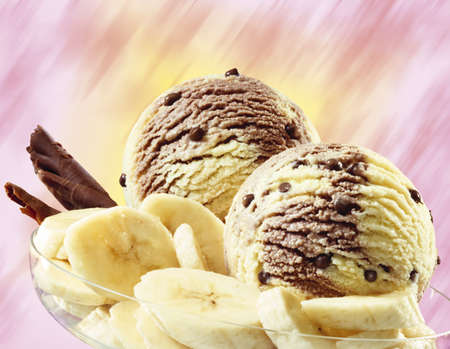 foodstill: Banana chocolate ice cream, close-up LANG_EVOIMAGES