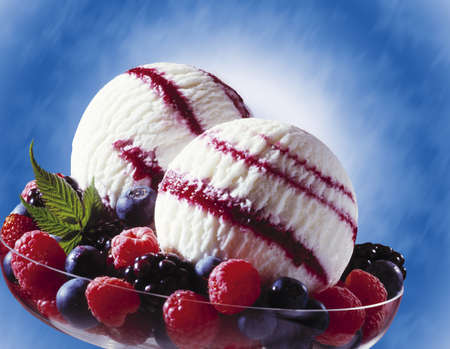 currants: Forest fruit yoghurt ice cream, close-up