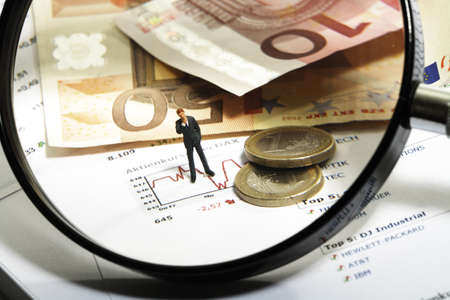 triumphing: Magnifying glass, Euros and figurine