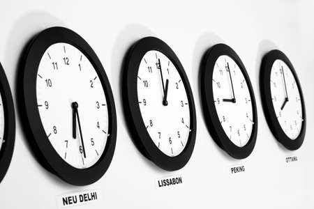 juxtaposing: Clocks on wall, symbol for Greenwich Mean Time LANG_EVOIMAGES