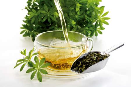 woodruff: Woodruff and woodruff tea, close-up LANG_EVOIMAGES