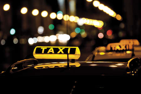 motorcars: Taxi at night