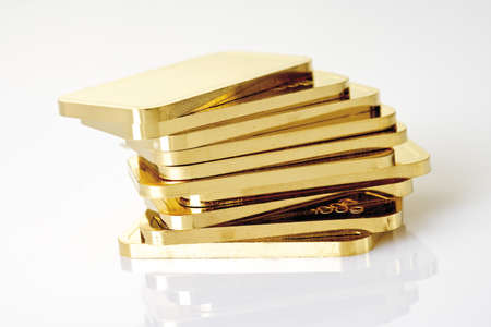 Gold bars on white background LANG_EVOIMAGES