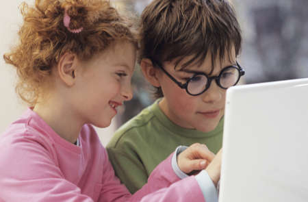 chellange: Boy and girl with laptop