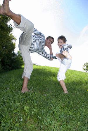 position d amour: Père et fils (4-7) à pratiquer dans le parc