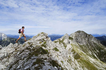wanderers: Austria, Salzburger Land, young man hiking LANG_EVOIMAGES