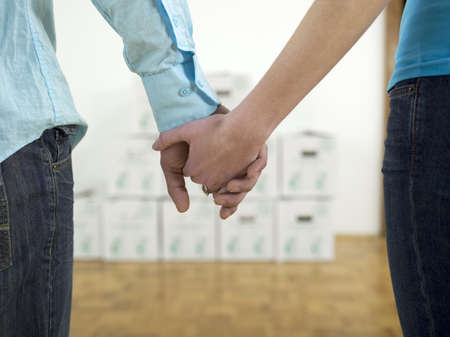 coherence: Couple holding hands, close-up LANG_EVOIMAGES