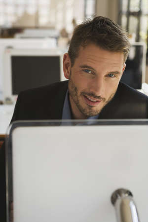 interiour shots: Business man in office using laptop, portrait LANG_EVOIMAGES