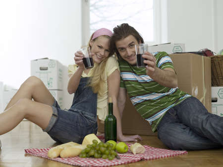 accrued: Couple having break in new flat LANG_EVOIMAGES