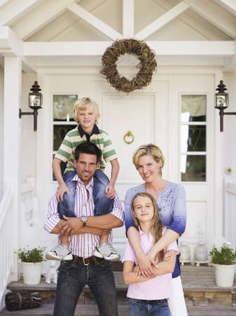 family owned: Family in front of house LANG_EVOIMAGES
