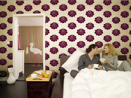 coherence: Young couple having breakfast in Bed