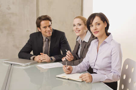 interiour shots: Business people in a meeting LANG_EVOIMAGES