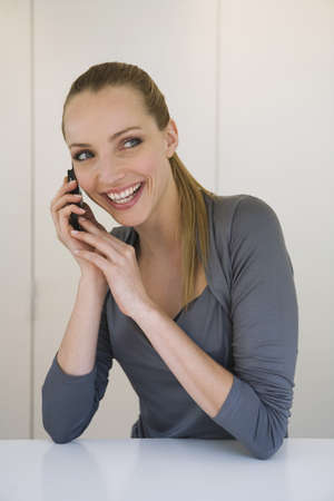interiour shots: Business woman using mobile phone, portrait LANG_EVOIMAGES