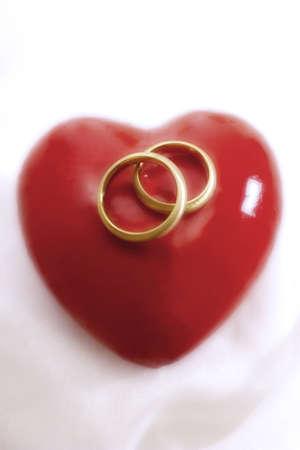 trashy: Wedding rings on heart