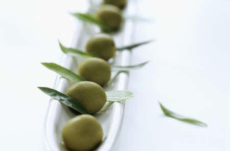 foodstill: Olive and olive leaves LANG_EVOIMAGES