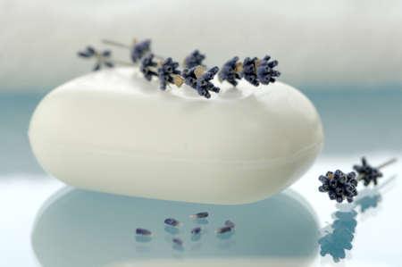 auras: Lavender soap with lavender flowers, close-up LANG_EVOIMAGES