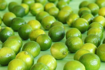 citrons: Limes,close-up LANG_EVOIMAGES