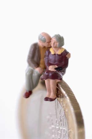 confiding: Senior couple sitting on coin, close-up